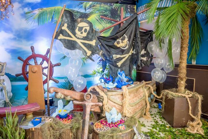 Fundo do Mar com Piratas